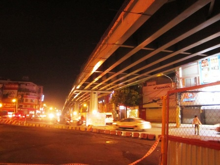 Lưu thông qua Lăng Cha Cả thế nào khi cầu vượt thông xe?