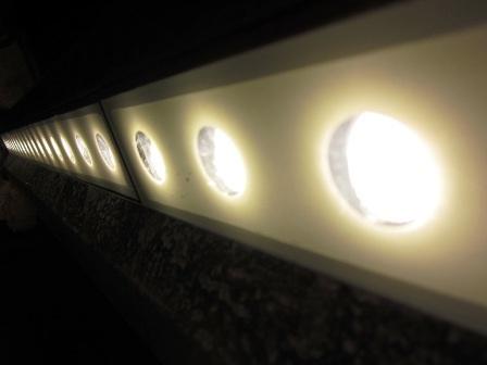 Bí mật nằm ở hệ thống đèn led được đặt ẩn trong lan can cầu