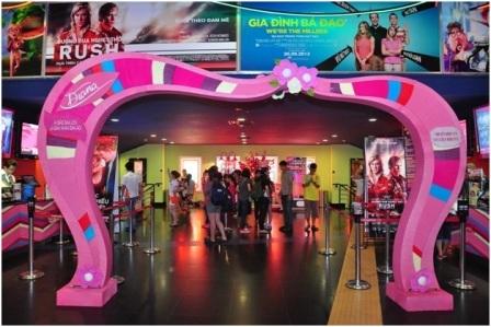 Ấn tượng đặc biệt ngay từ cổng chào màu hồng nữ tính hoàn toàn bằng chất liệu len!
