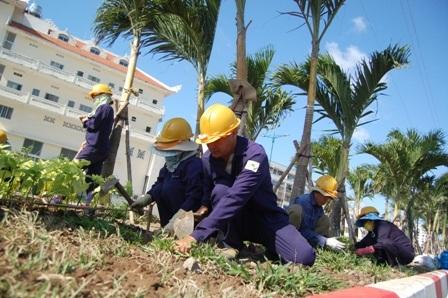 Người lao động trong các doanh nghiệp công ích hoang mang trước lời đồn bị thu hồi tiền lương