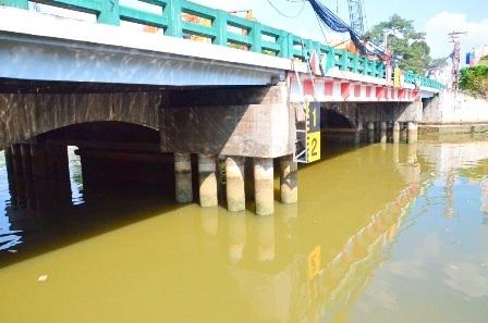 Chỉ là 1 cây cầu ngắn, nhỏ nhưng cầu Bông lại là 1 địa danh nổi tiếng ở Sài Gòn