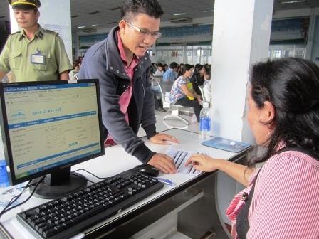 Để hành khách có thể lên tàu về quê, ngành đường sắt phải cho hành khách sửa thông tin trên vé