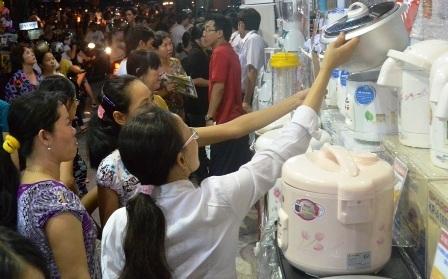 Nhiều mặt hàng gia dụng tại Nguyễn Kim giảm rất mạnh, như: