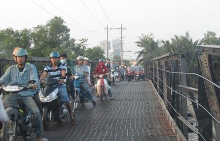 Cầu Rạch Đỉa 1 (Nhà Bè) nằm trên đường Lê Văn Lương chỉ có tải trọng 2 tấn (ảnh: Sở GTVT TPHCM)