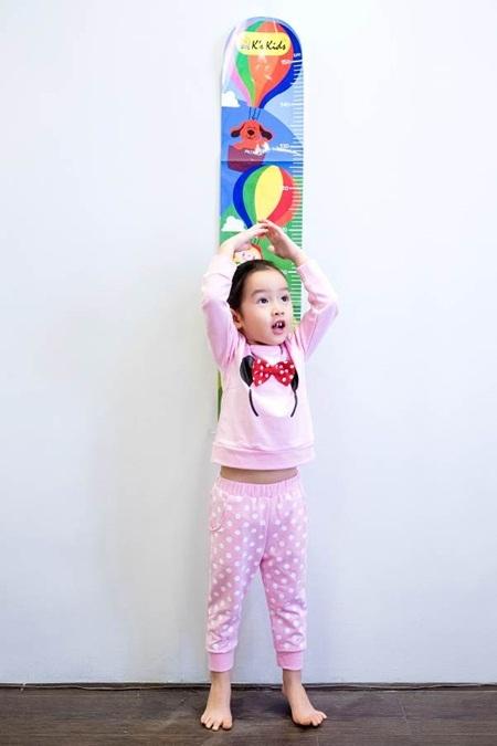 Nào, cùng Mina đo chiều cao nhé!