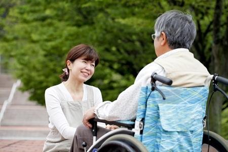 Thấu hiểu để chăm sóc tốt người lớn tuổi