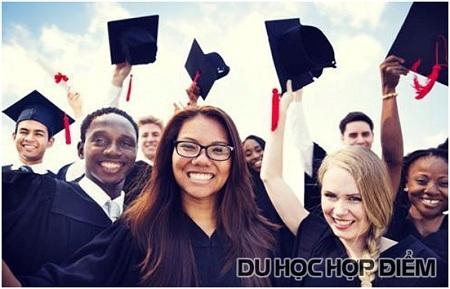 Bên cạnh việc lấy các tín chỉ Đại học, HS sẽ học thêm một số môn học dành cho bậc phổ thông như: