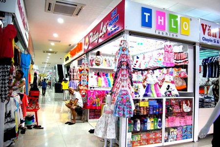 Khu vực kios mua sắm hiện đại của Hùng Vương Square