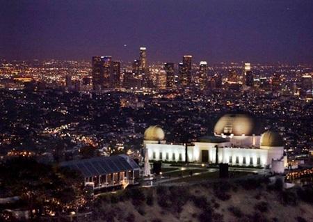Địa điểm tổ chức sự kiện đặc biệt của Burberry lần này là Đài thiên văn Griffith ở Los Angeles, Mỹ