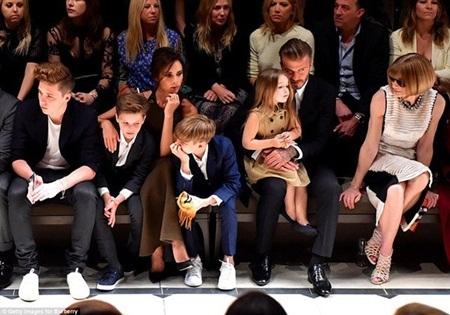 Gia đình nhà Beckham mặc những bộ trang phục rất thanh lịch thể hiện rõ chất Anh Quốc
