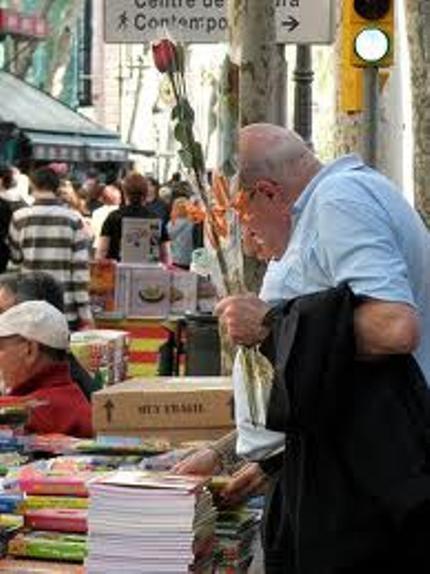 Ở Barcelona, đến người già cũng vẫn lãng mạn với tình yêu.