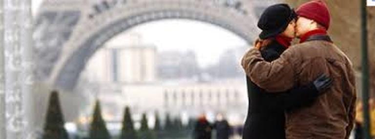 Paris được mệnh danh là thành phố của tình yêu.