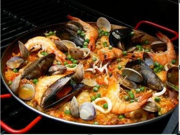 Cơm thập cẩm Paella, món quốc hồn quốc túy của Tây Ban Nha.