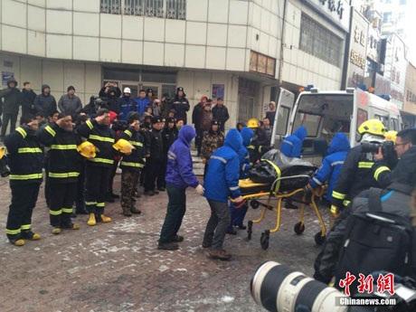 Các nạn nhân đang được đưa tới bệnh viện để chữa trị