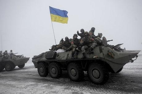 Quânđội chính phủ Ukraine tuần tra khu vực Lugansk (