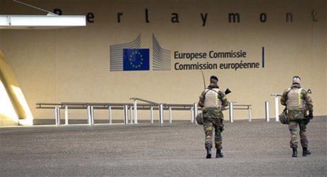 Cảnh sát Bỉ tuần tra tại tòa nhà Nghị viện châu Âu sau vụ việc sáng hôm 2/1. (Ảnh:
