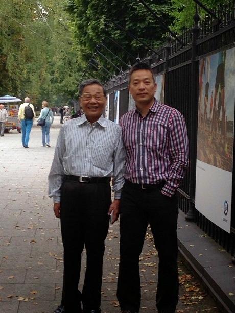 Đinh Hùng - Giám đốc Hệ thống cửa hàng ăn uống Á châu ZenThai (bên phải)