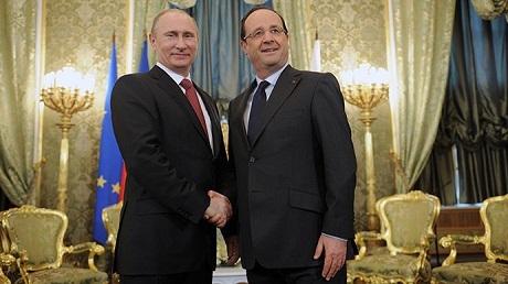 Tổng thống Pháp Francois Hollande (phải) và Tổng thống Nga Vladimir Putin. (Ảnh:
