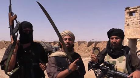 Các chiến binh IS tại vùng biên giới Syria và Iraq. (Ảnh: