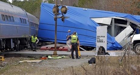Lực lượng cứu hộ Bắc Carolina tại hiện trường tai nạn. (Ảnh: