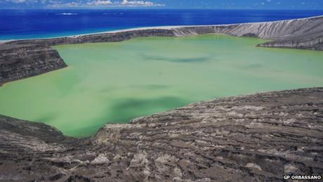 Một hồ nước trên hòn đảo mới. (Ảnh: