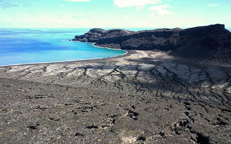 Quang cảnh trên hòn đảo mới hình thành.