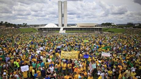 Hơn 1 triệu người Brazil xuống đường biêu tình đòi Tổng thống phải nhận lỗi. (Ảnh: