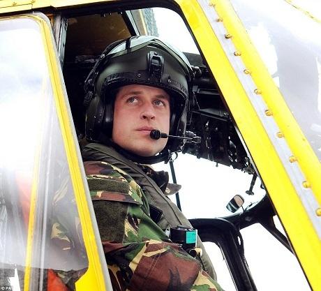 Hoàng tử William sẽ chính thức bắt đầu công việc của một phi công cứu thương vào mùa hè này. (Ảnh: