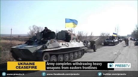 Quân chính phủ Kiev rút vũ khí hạng nặng khỏi khu vực chiến sự ở miền đông Ukraine. (Ảnh: