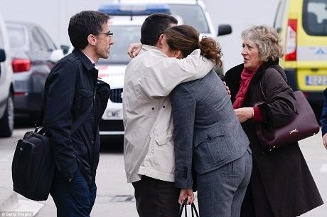 Thân nhân hành khách và phi hành đoàn trên máy bay Germanwings đau đớn tột cùng. (Ảnh: