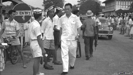Lý Quang Diệu khi đang trong chiến dịch tranh cử hồi năm 1958. (Ảnh: