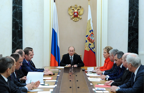 Tổng thống Nga Vladimir Putin trong một cuộc họp với Hội đồng An ninh (Ảnh: