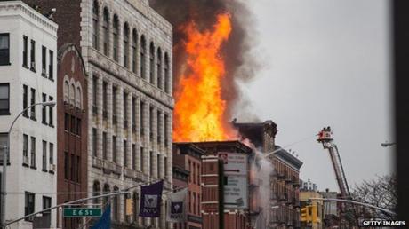 Đám cháy ảnh hưởng tới 4 tòa nhà. (Ảnh: