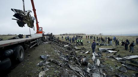 Hiện trường nơi MH17 rơi tại đông Ukraine. (Ảnh: