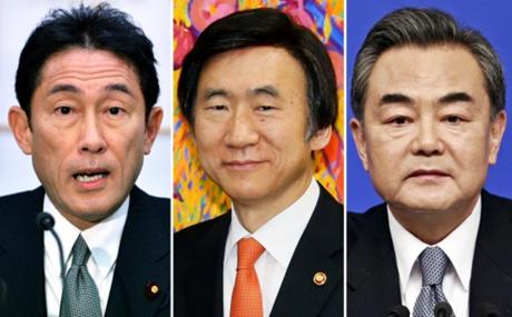 Bộ trưởng ngoại giao ba nước Nhật Bản, Hàn Quốc và Trung Quốc. (Ảnh: