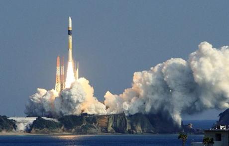 Một đợt phóng vệ tinh do thám của Nhật tại Trung tâm vũ trụ Tanegashima. (Ảnh: