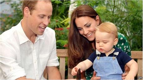 Hoàng tử William và Công nương Catherine cùng con trai là Hoàng tử George. (Ảnh: