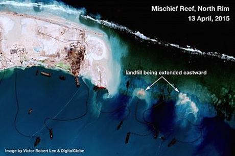 Hình ảnh vệ tinh ngày 13/4 chụp rìa bắc của bãi đá Vành Khăn.
