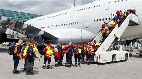 Các đội cứu hộ nước ngoài bắt đầu rời Nepal. (Ảnh: