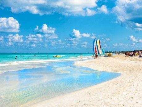 ...và bãi biển thơ mộng...