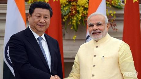 Thủ tướng Ấn Độ Narendra Modi (phải) và Chủ tịch Trung Quốc Tập Cận Bình (phải). (Ảnh: