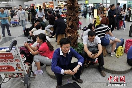 Máy bay Trung Quốc trượt khỏi đường băng, 7 người bị thương. (Ảnh: