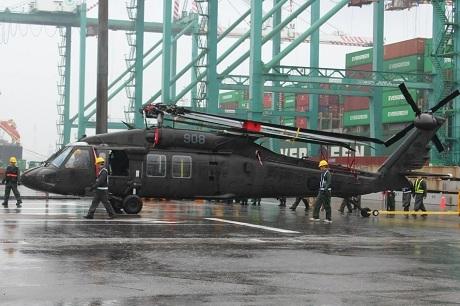 Trực thăng Black Hawl được lắp đặt hệ thống radar cùng máy thăm dò laser. (Ảnh: