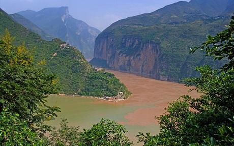 Một bức ảnh chụp đoạn sông Trường Giang nước khá lặng vào sáng sớm nay 2/6. Theo