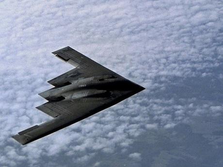 Máy bay ném bom B-2 có nhiệm vụ chuyên chở bom MOP. (Ảnh: