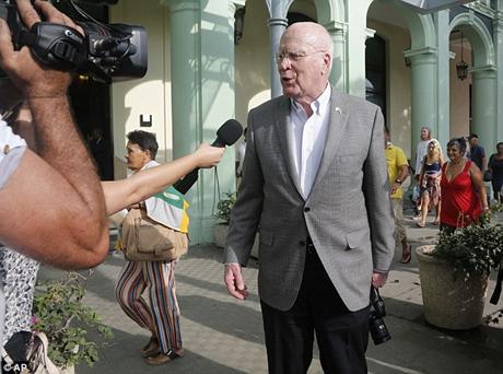 Thượng nghị sĩ Patrick Leahy trong chuyến thăm Cuba hồi tháng 1/2015 (Ảnh: