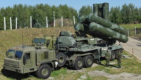 Hệ thống tên lửa phòng không S-400 Triumf. (Ảnh: