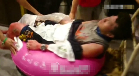 Những người bị thương được đưa tới bệnh viện. (Ảnh: