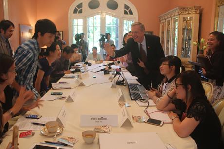 Đại sứ Ted Osius trong buổi họp báotại Đại sứ quán Mỹ tạiHà Nội. (Ảnh: