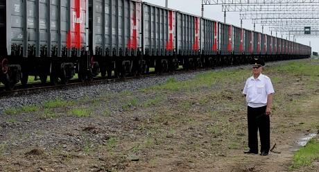 Chuyến tàu chở hàng đầu tiên nối liền Tân Cương với Mátxcơva. (Ảnh: